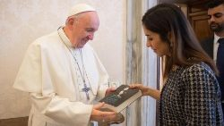 pope-francis-meets-yazidi-human-rights-activi-1545316127873.jpg