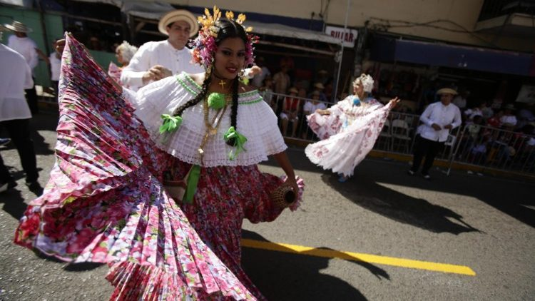 The lovely Panamanian pollera shines before the visit of Pope Francis