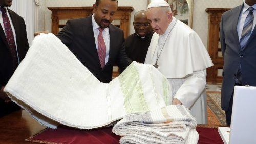 Pope Francis exchanges gifts with Ethiopian Prime Minister, Abiy Ahmed