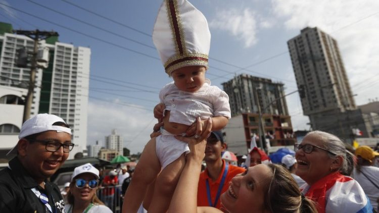 pilgrims-await-the-arrival-of-pope-francis-in-1548284627649.jpg
