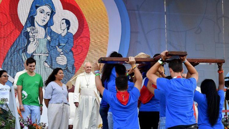 d84fed7575 Il Papa ai giovani: Dio vi ama e la Chiesa ha bisogno di voi ...
