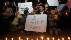 peace-rally-to-diffuse-tensions-between-pakis-1551636339210.jpg