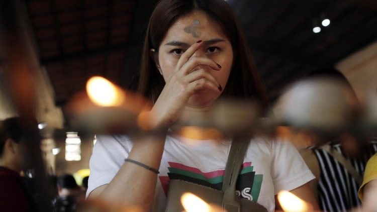 Filipinos observe Ash Wednesday