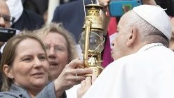 Pope extinguished the lantern of Hiroshima to join the move for a nuclear-free world
