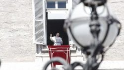 pope-francis-during-the-angelus--prayer-1553428427782.jpg