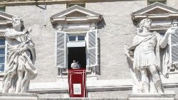 pope-francis-during-the-angelus--prayer-1553428431785.jpg