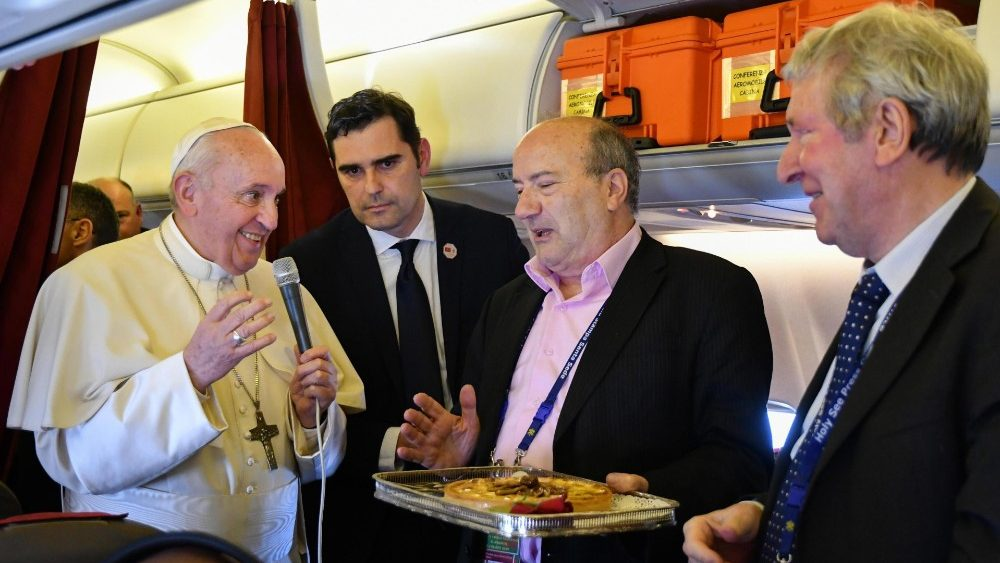 pope-francis-back-from-morocco-1554061730658.jpg