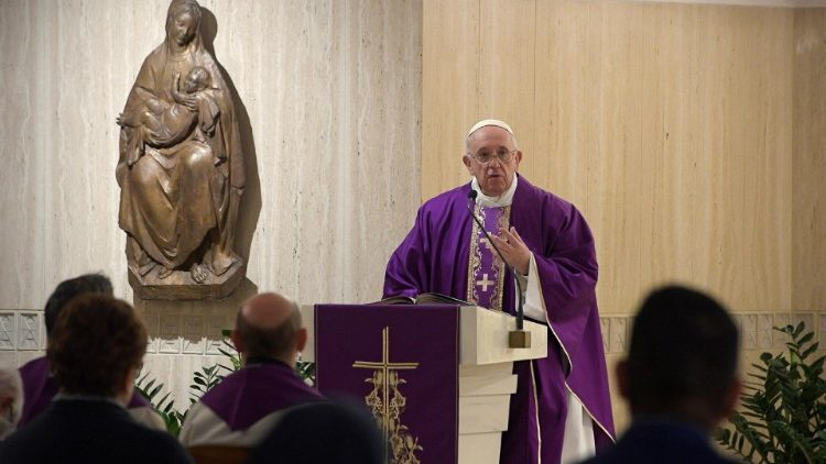 Papa Francisco durante a missa celebrada, esta manhã, na Casa Santa Marta