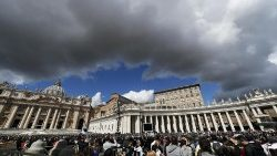 pope-francis-during-the-angelus--prayer-1554638628736.jpg
