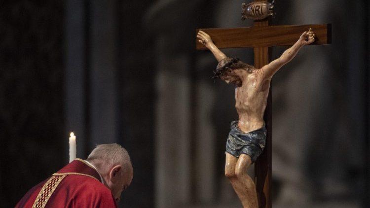 Sexta-feira da Paixão na Basílica de São Pedro, em 19/04/2019