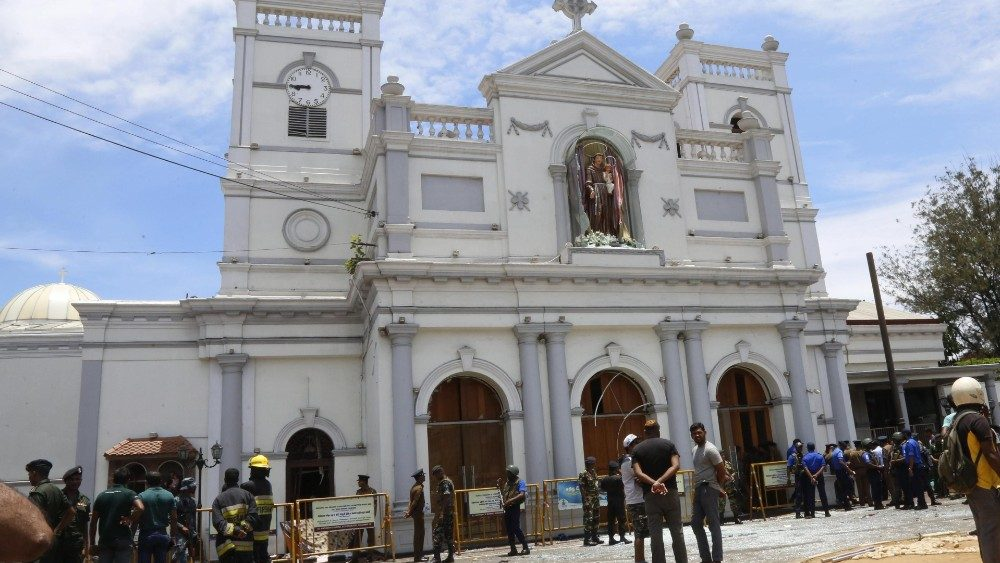 multiple-blasts-in-sri-lanka-on-easter-sunday-1555829628902.jpg