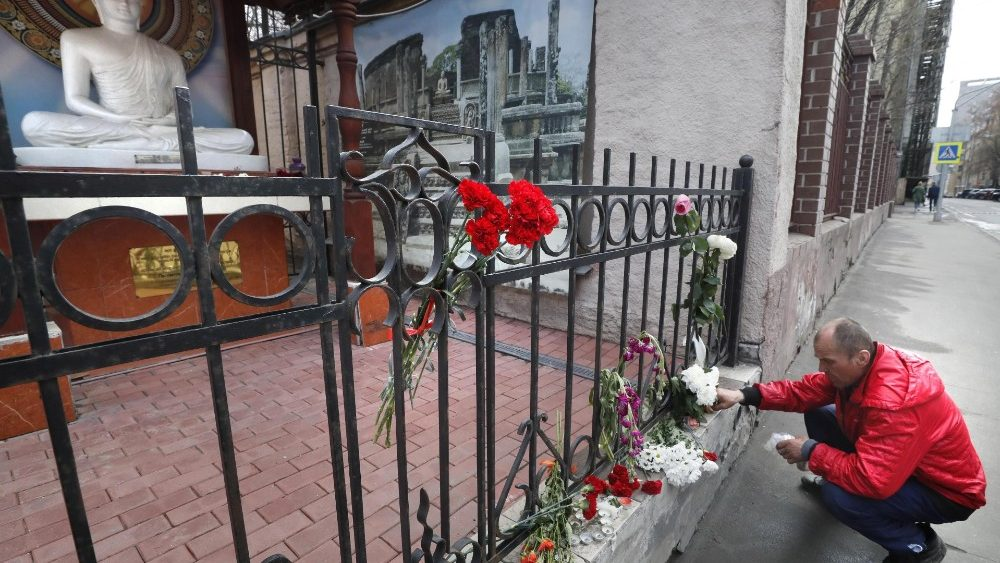 Flowers tribute to victims on the wall of Sri Lanka embassy in Moscow
