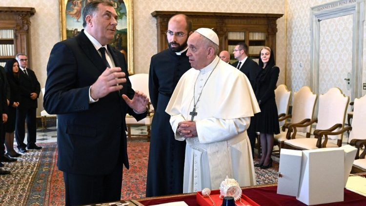 pope-francis-meets-with-chairman-of-the-presi-1556277000194.jpg