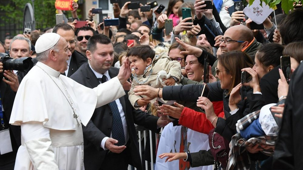pope-francis-s-trip-in-bulgaria-and-northern--1557239328905.jpg