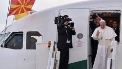 pope-francis-ends-visit-to-north-macedonia-1557248330571.jpg