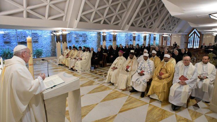 Papa Francisco celebra a missa na Casa Santa Marta