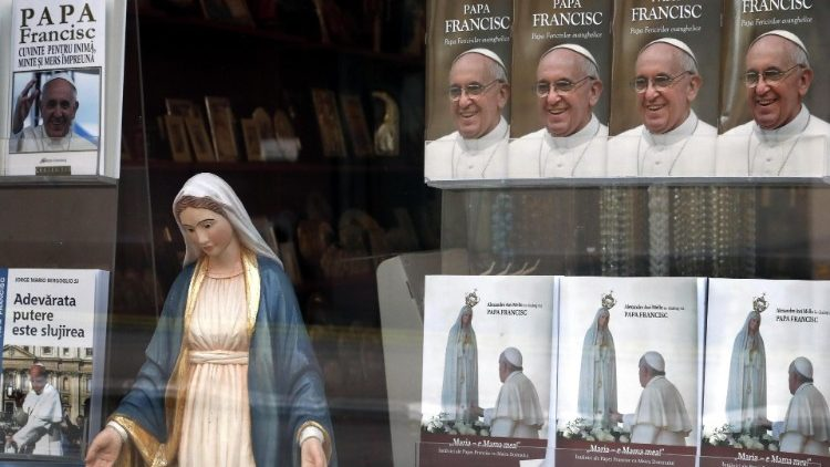 Bookshop in Bucharest with a state of Mary