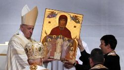 Pope Francis with an icon showing the seven beatified martyrs together with the Virgin Mary