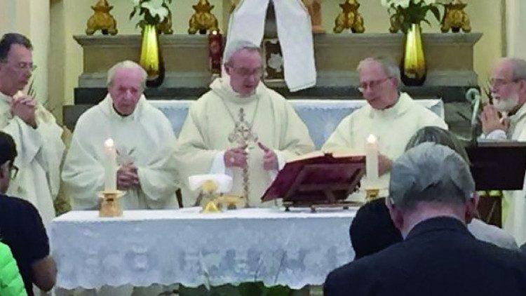 Ks. Probo Vaccarini (drugi z lewej)
