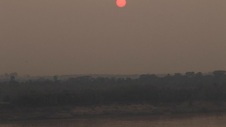 Rote Sonne am Amazonas