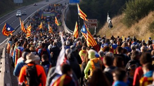 Pro-independence supporters in a protest march to Barcelona