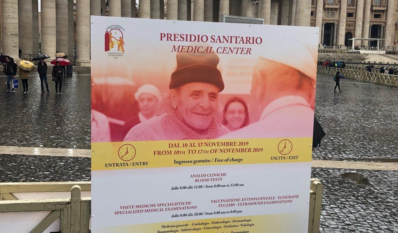 El Papa visita el Ambulatorio instalado en la Plaza de San Pedro - Vatican News