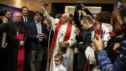 Pope visits nativity scenes exhibition