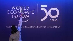 Il palco del World Economic Forum a Davos, in Svizzera
