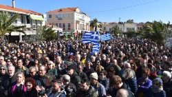 Residents of Lesvos oppose government's policy on the refugees issue
