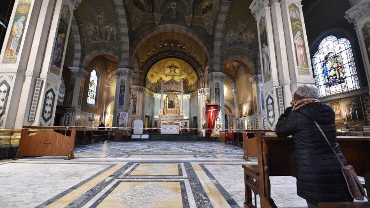 Templos vacíos en Italia
