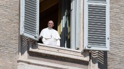 Pope Angelus: Take away the stones to new life