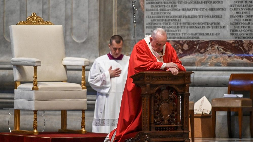 VATICAN-RELIGION-POPE-HEALTH-VIRUS-PALM-SUNDAY-MASS