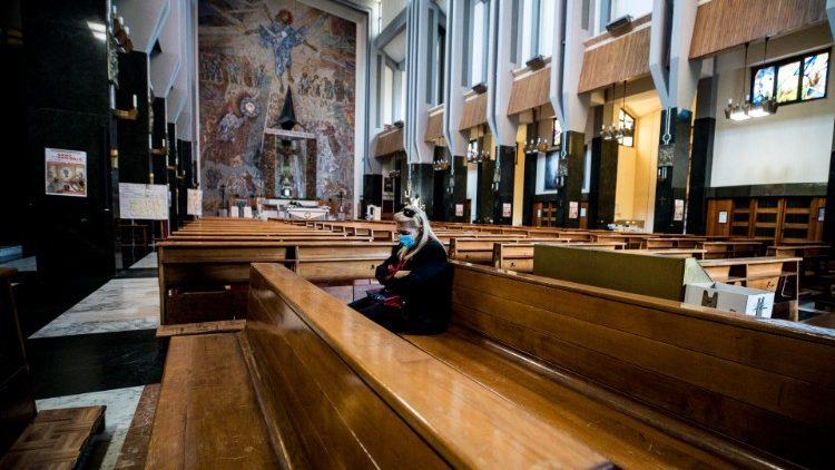 CHIESE FEDELI MESSA RELIGIONE