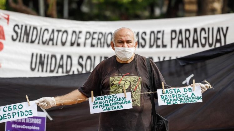 Paraguayan journalists claim labor rights after wave of layoffs