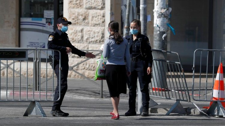 Israeli Police restrict entrance to a neighborhood in Jerusalem