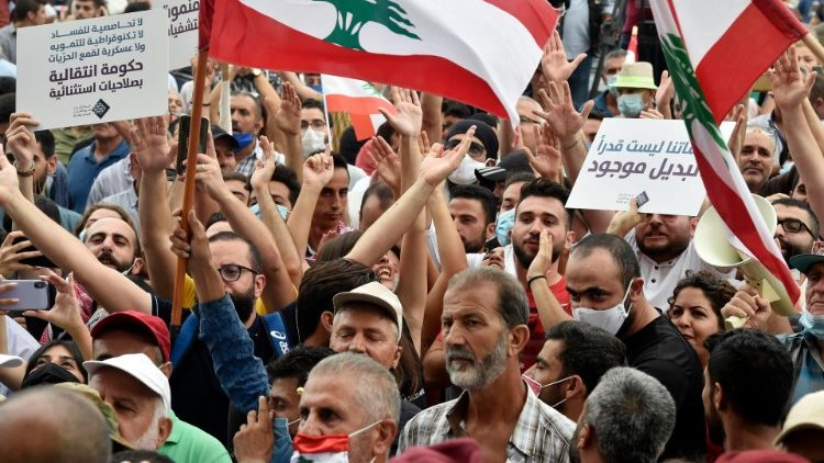 Anti-government protesters in Beirut call for a transitional government