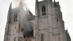 Firefighters fight the blaze at the Saint-Pierre-et-Saint-Paul Cathedral in Nantes