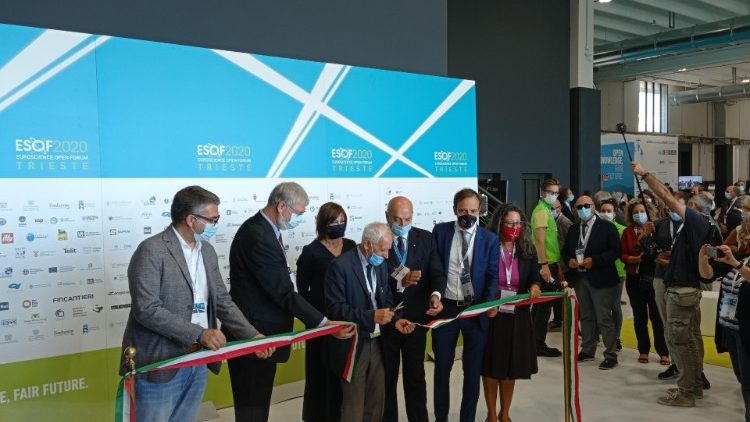 Participants in the Euroscience Open Forum cut a ribbon to open the event