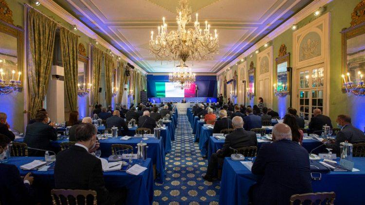 Les partiicpants au forum Ambrosetti, écoutant ici une intervention du ministre italien des Affaires étrangères, Luigi di Maio.