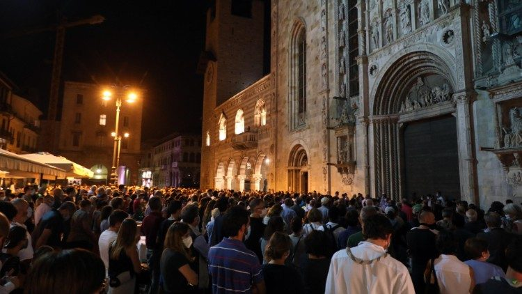 People participating in Fr Molgesini's wake outside the Cathedral of Como
