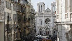 Niza, el Papa reza por las víctimas: volvamos a mirarnos como hermanos