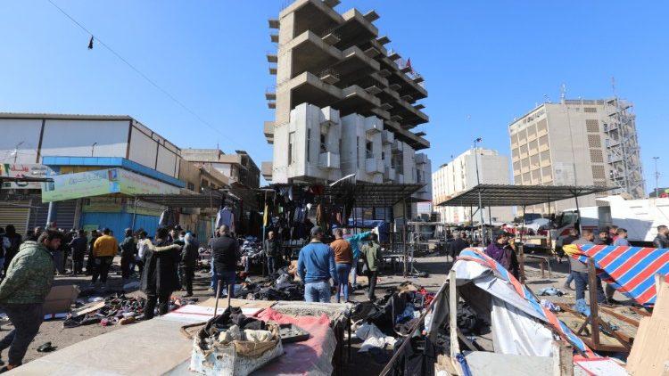 La place Tayaran de Bagdad après le double attentat suicide