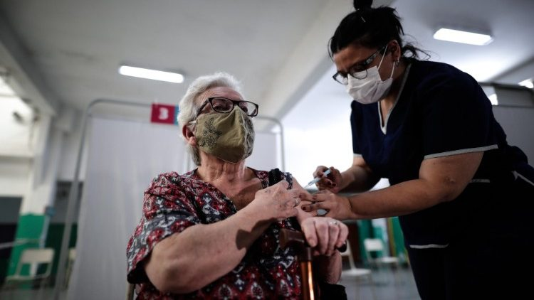 An Argentinian woman receives a Covid-19 vaccine