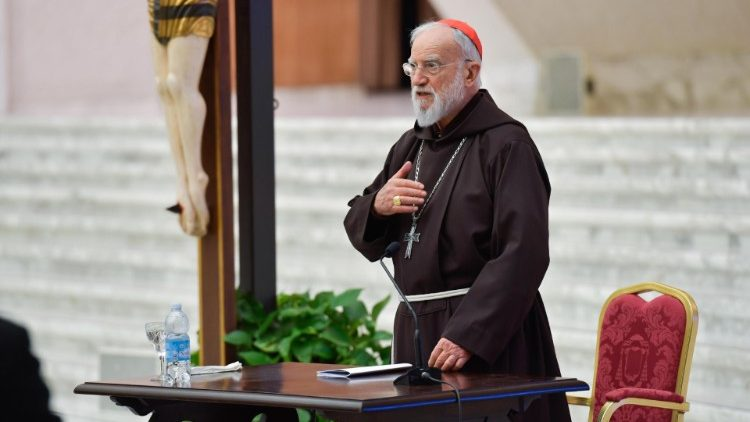 Cardinal Cantalamessa makes the sign of the Cross at the beginning of his first sermon for Lent, delivered in the Paul VI Hall