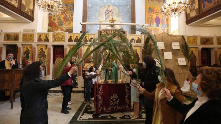 Dimanche des Rameaux dans une église de Damas en Syrie, le 28 mars 2021.