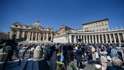 Sunday Regina Coeli in Vatican