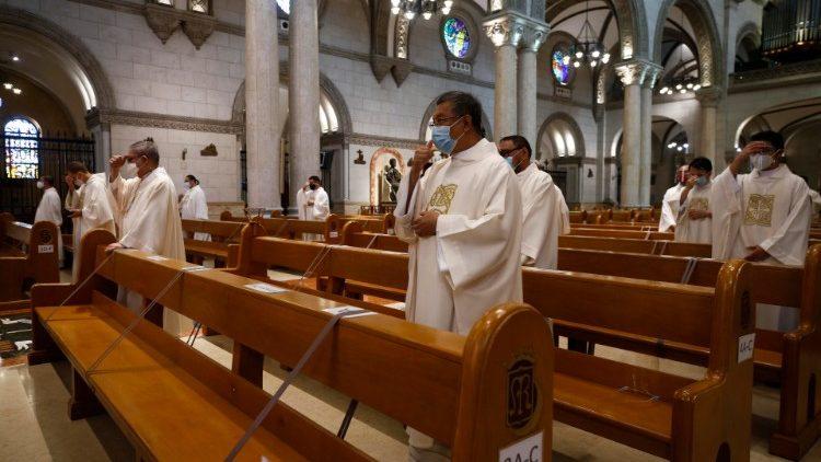 Các linh mục Philippines dâng Thánh lễ cầu nguyện cho các nạn nhân Covid-19