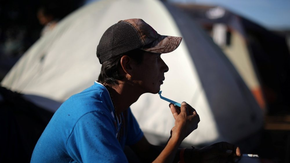 a-migrant-shaves-and-smokes-in-a-temporary-sh-1543284281175.JPG