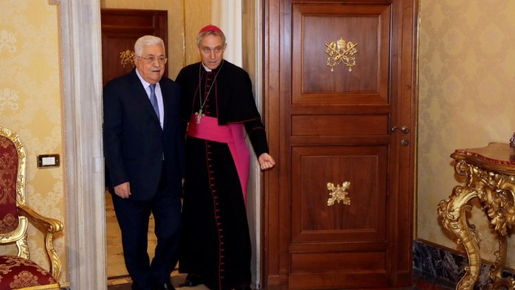 Palestinian President Mahmoud Abbas arrives to meet with Pope Francis at the Vatican