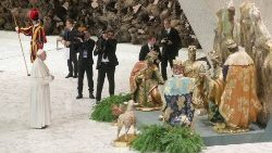 pope-francis-prays-in-front-of-the-nativity-s-1544003036936.JPG